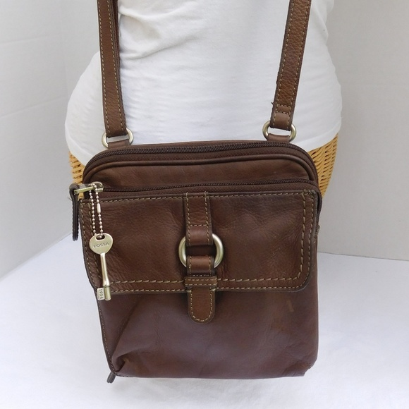 ff74cced5053 Fossil Handbags - Vintage Fossil Brown Leather Crossbody Purse